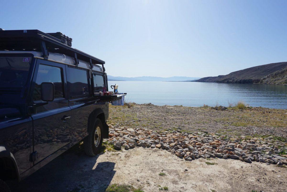 Defender 110 Reisemobil Küche am Meer